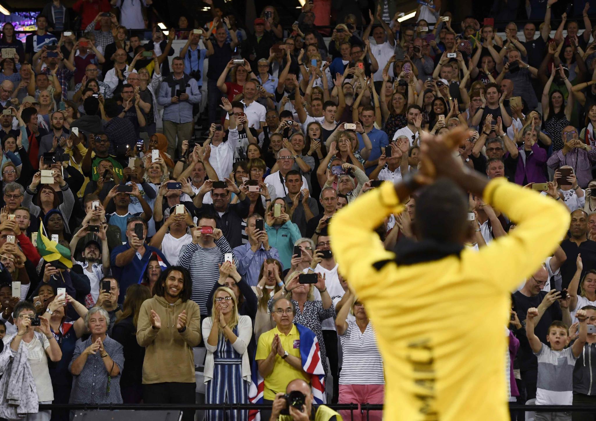 Os fãs aplaudiram do pé o atelta e uma carreira notável