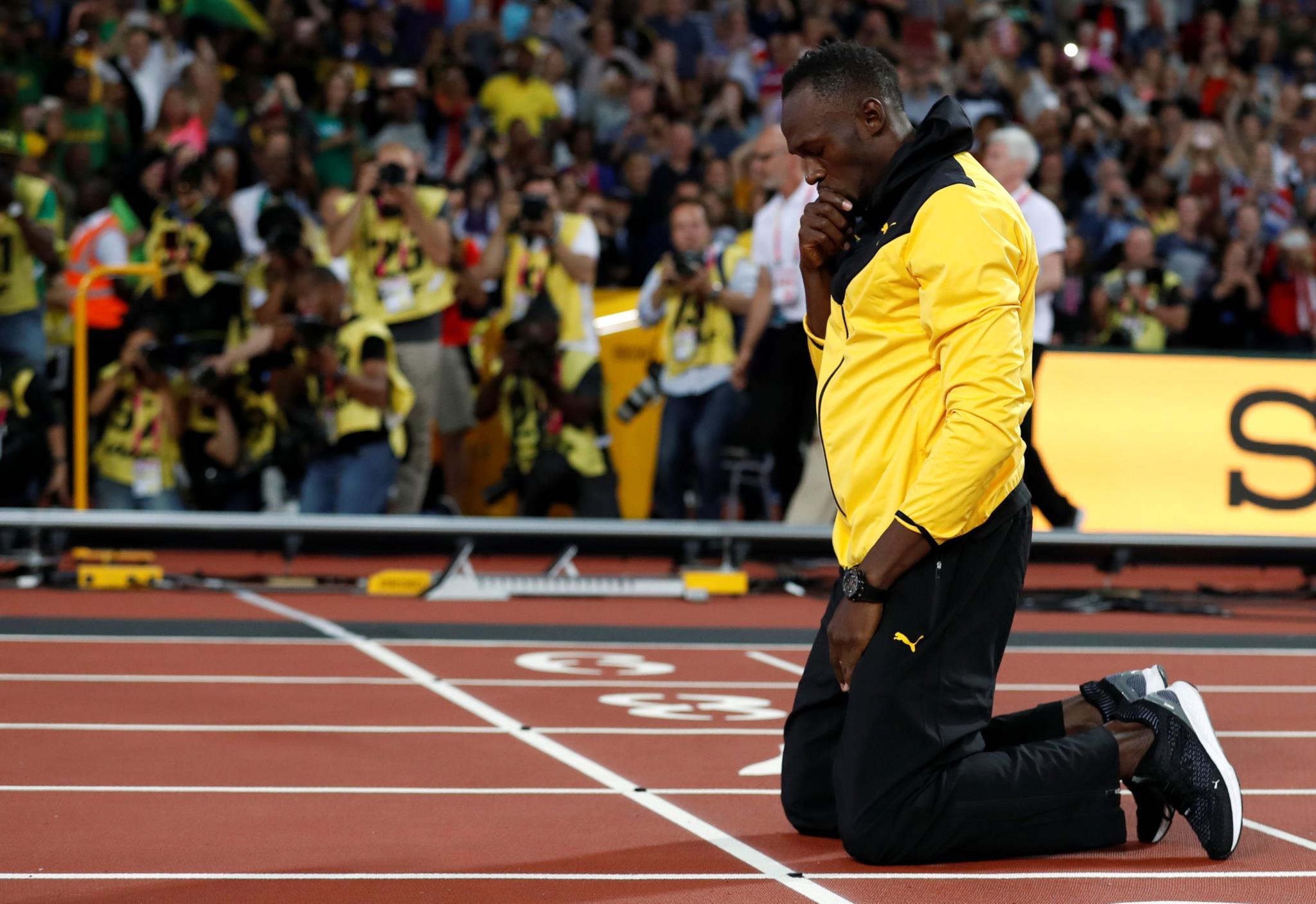 Bolt cumpriu uma volta de honra no estádio olímpico a fechar o último dia dos Mundiais de atletismo