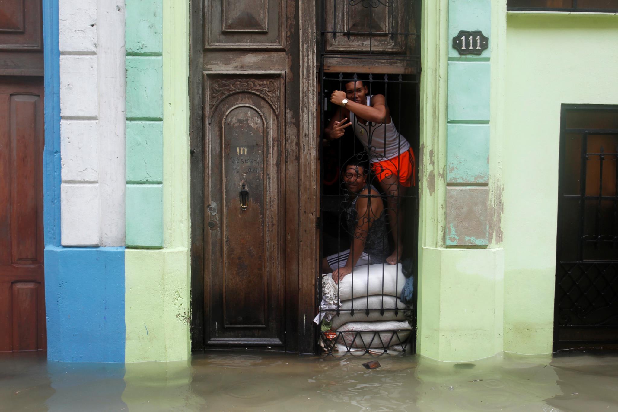 Os efeitos da passagem do furacão em Havana, Cuba