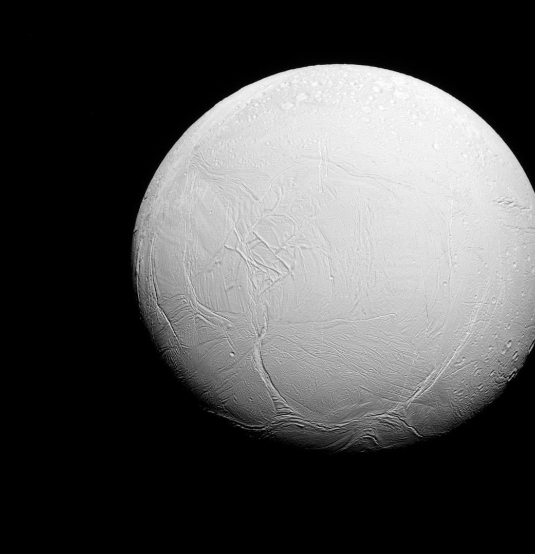 A lua gelada Encelado, numa imagem obtida em 2015