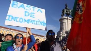 """No Terreiro do Paço, em Lisboa, os manifestantes exigiam """"justiça"""" pelas vítimas e novas políticas florestais"""