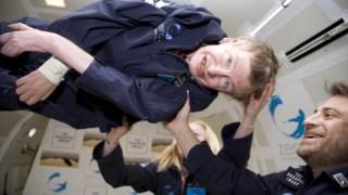 Stephen Hawking num voo de gravidade zero