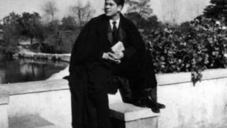 Aluno do Colégio Nun' Álvares, Tomar, 1953, com o rio Nabão em fundo
