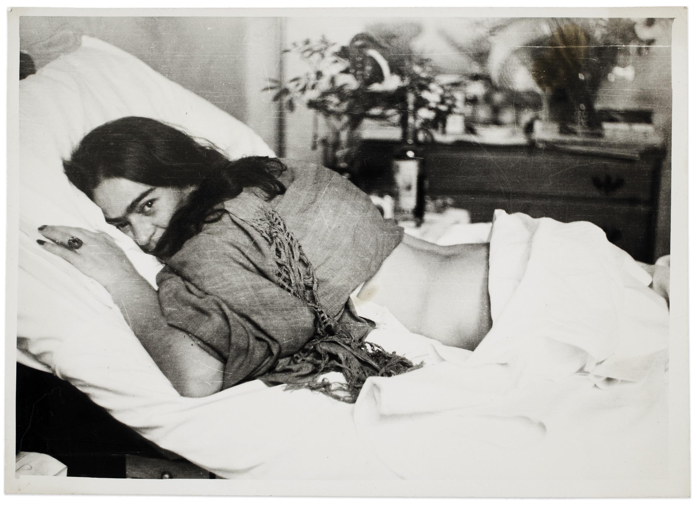 Frida  de  barriga  para  baixo,  por  Nickolas  Muray,  1946  ©  Museu  Frida  Kahlo