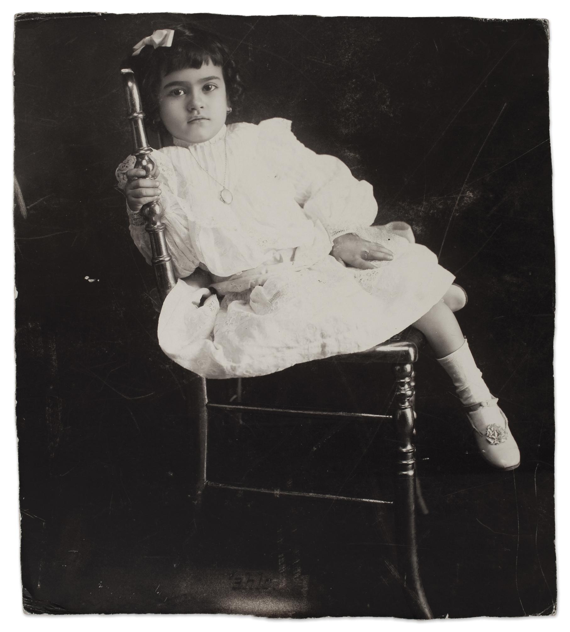 Frida  com  5  anos,  Anónimo,  1912  ©  Museu  Frida  Kahlo