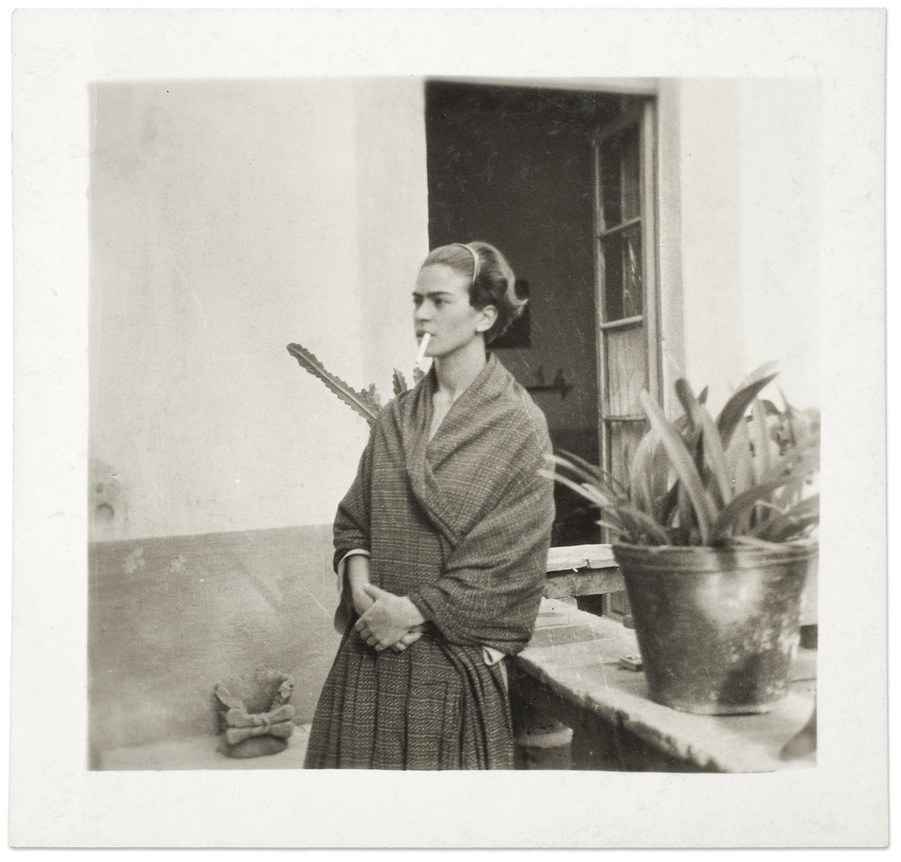 Frida  Kahlo  na  Casa  Azul,  Anónimo,  1930©  Museu  Frida  Kahlo