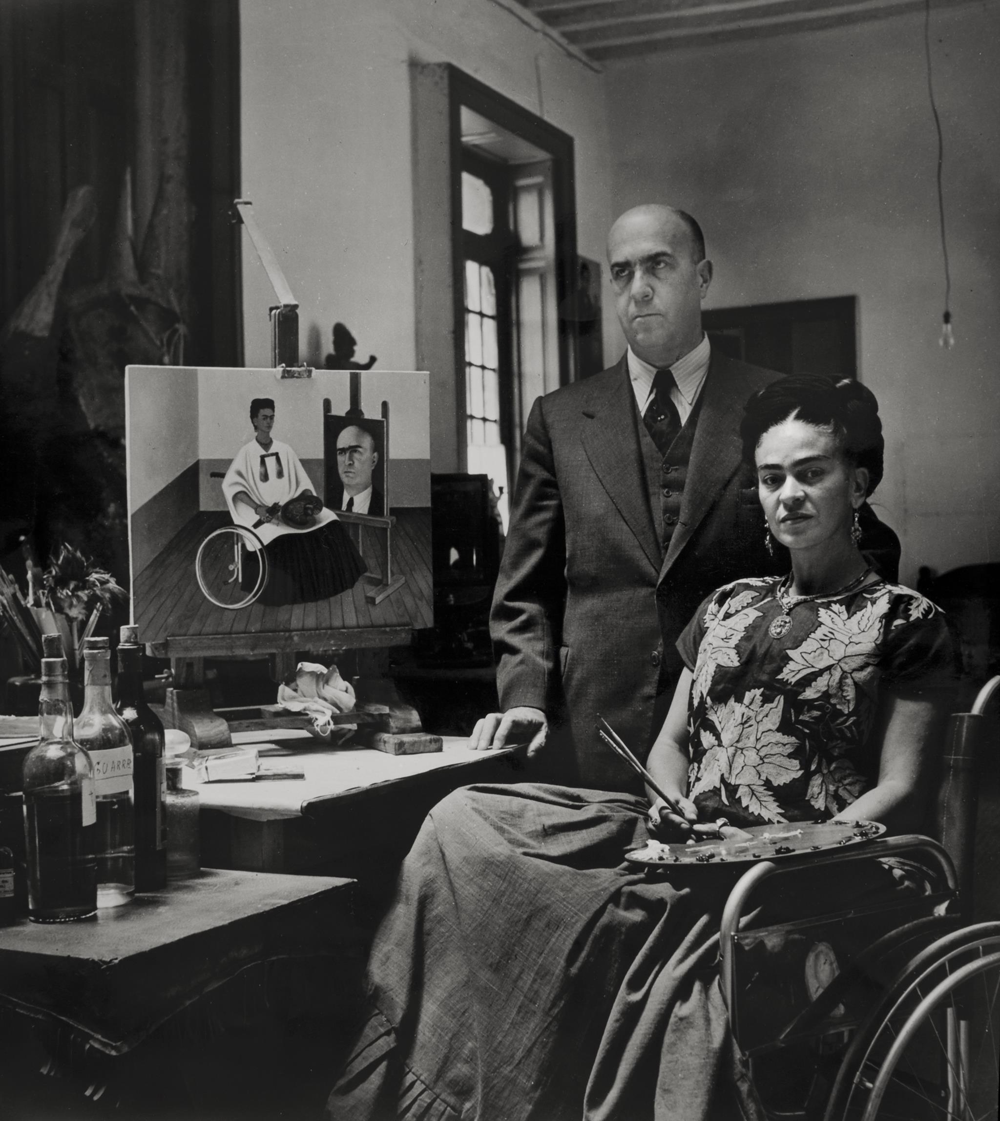 Frida Kahlo  com  o  médico  Juan  Farill,  por  Gisèle  Freund,  1951  ©  Museu  Frida  Kahlo