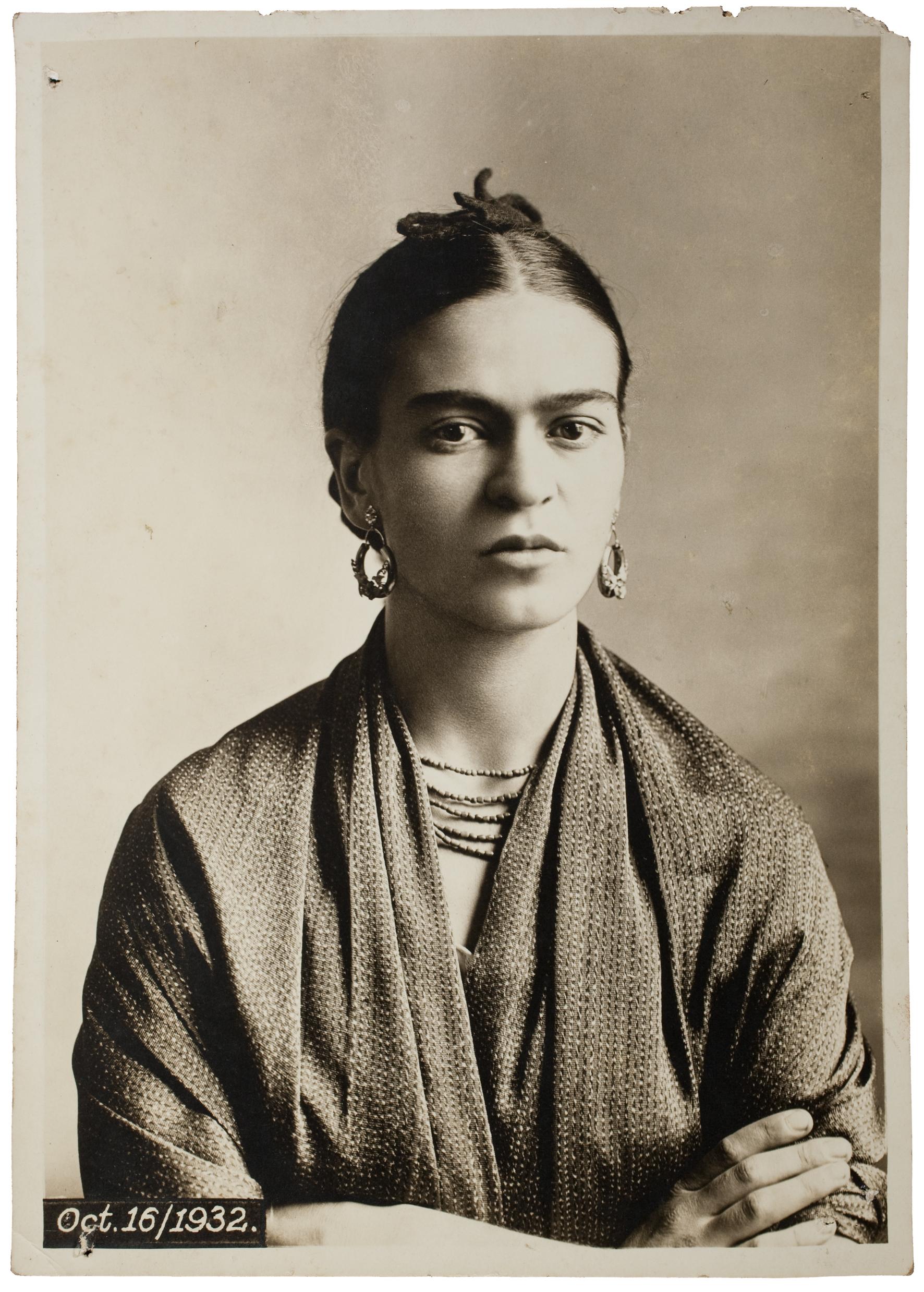 Frida  Kahlo,  por Guillermo  Kahlo,  1932©  Museu  Frida  Kahlo
