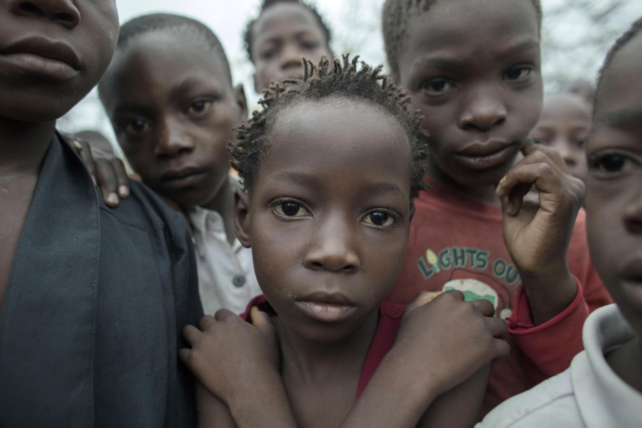 PÚBLICO - Crianças num centro de abrigo temporário na província de Sofala, Moçambique