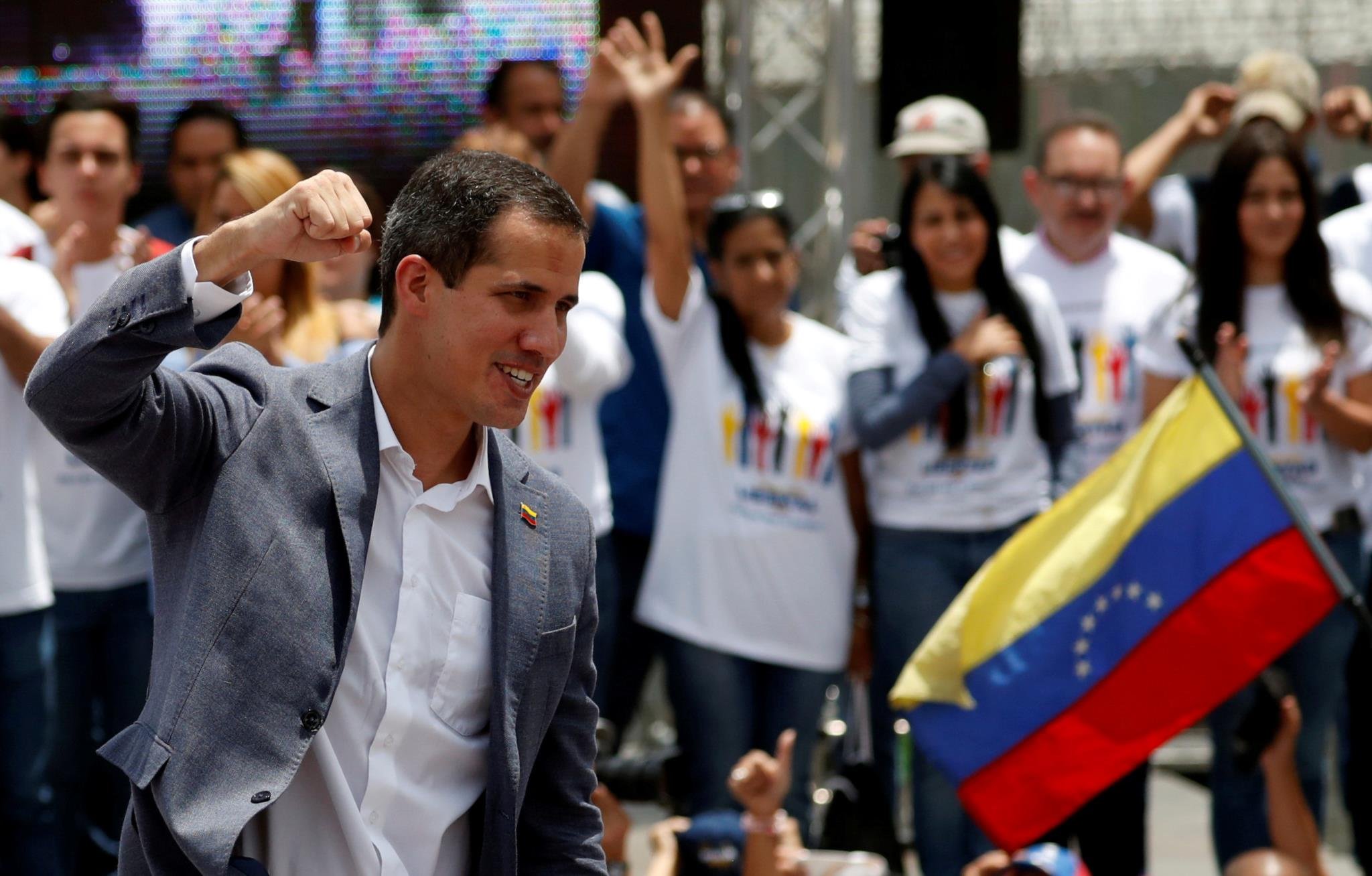 PÚBLICO - Juan Guaidó durante uma cerimónia de juramento, em Caracas, a 27 de Abril