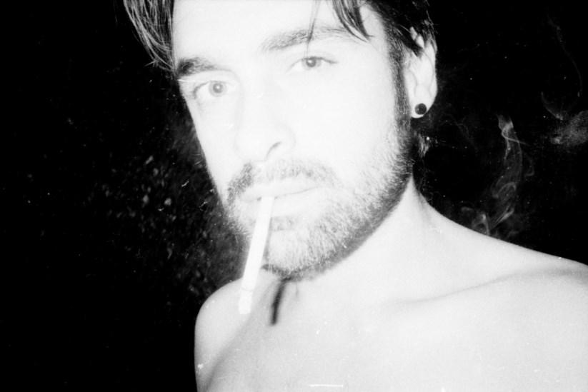 Resultado de imagem para Entre o fumo, uma doença muda um fotógrafo (e as suas fotografias)