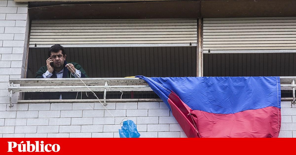 Barricados na sua própria casa, sem água e sem gás. Resistem assim os últimos moradores do prédio Coutinho
