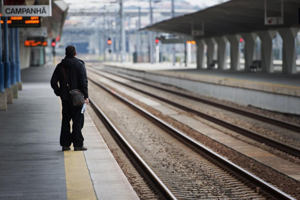 Perturbacoes Ate Amanha Feriado Quase Sem Comboios Devido A Greve Na Cp Publico