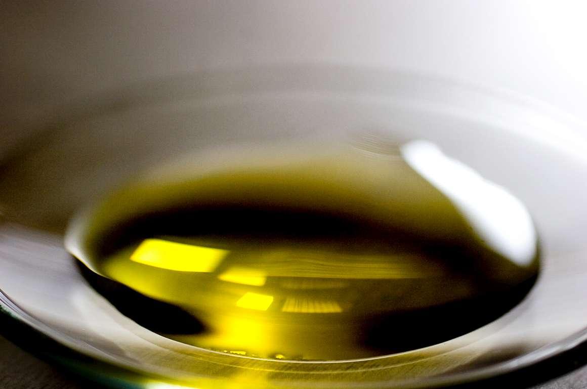 Teste da Deco a 25 marcas de azeite revela cinco fora da lei, uma por fraude