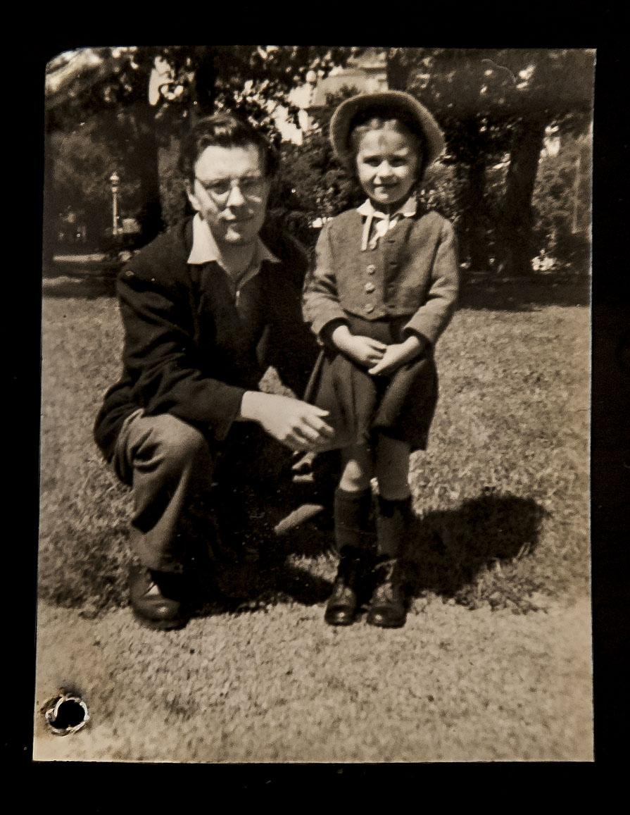 Hannelore com o seu pai adoptivo, em Ponte de Lima