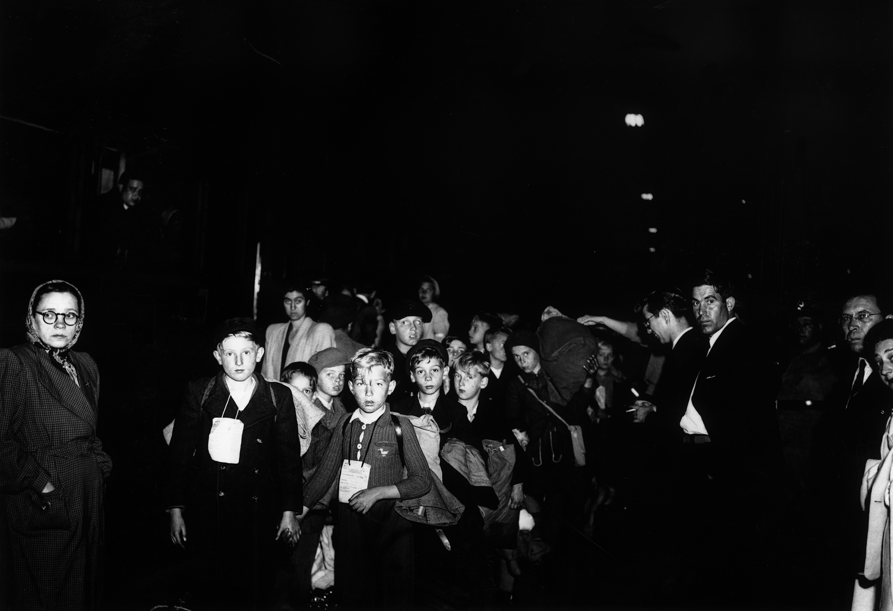 Entre 1947 e 1952, foram recebidas por famílias portuguesas cerca de 5500 crianças por vários meses ou um ano. A maior parte tinha perdido o pai na guerra
