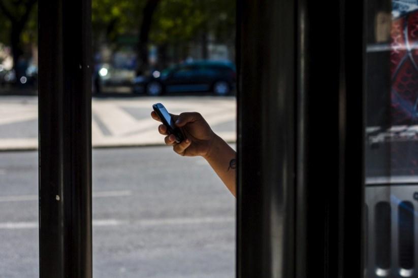 beb7751ef4a Foram sobretudo os jovens citadinos que aderiram à Internet no telemóvel
