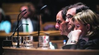 Desta vez, Paulo Portas sentou-se à direita do primeiro- -ministro, e a ministra das Finanças à esquerda
