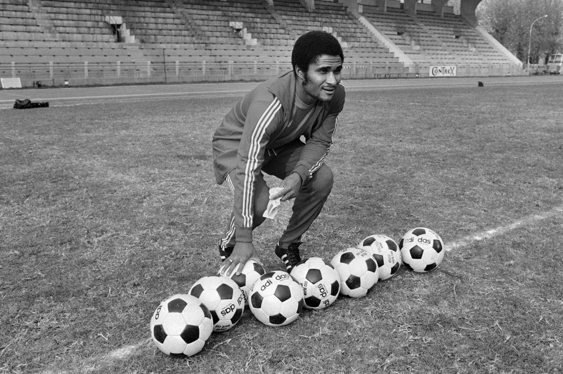 Eusébio em Paris, em 1973