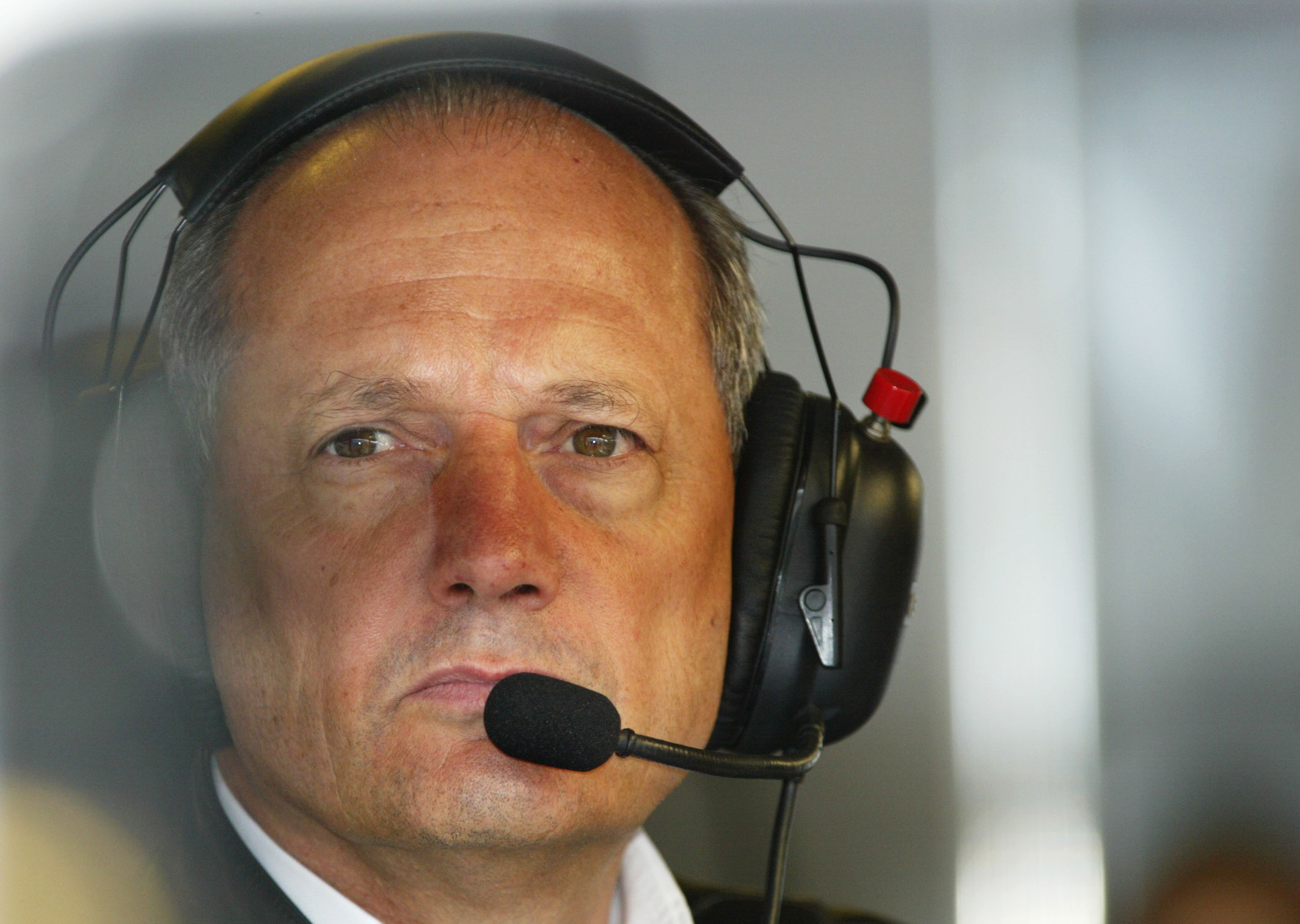 """Ron Dennis rejeita """"um ex-director de equipa"""" como sucessor de Ecclestone"""