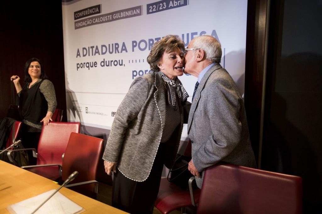 PÚBLICO - O beijo de Otelo e da filha de Marcello Caetano