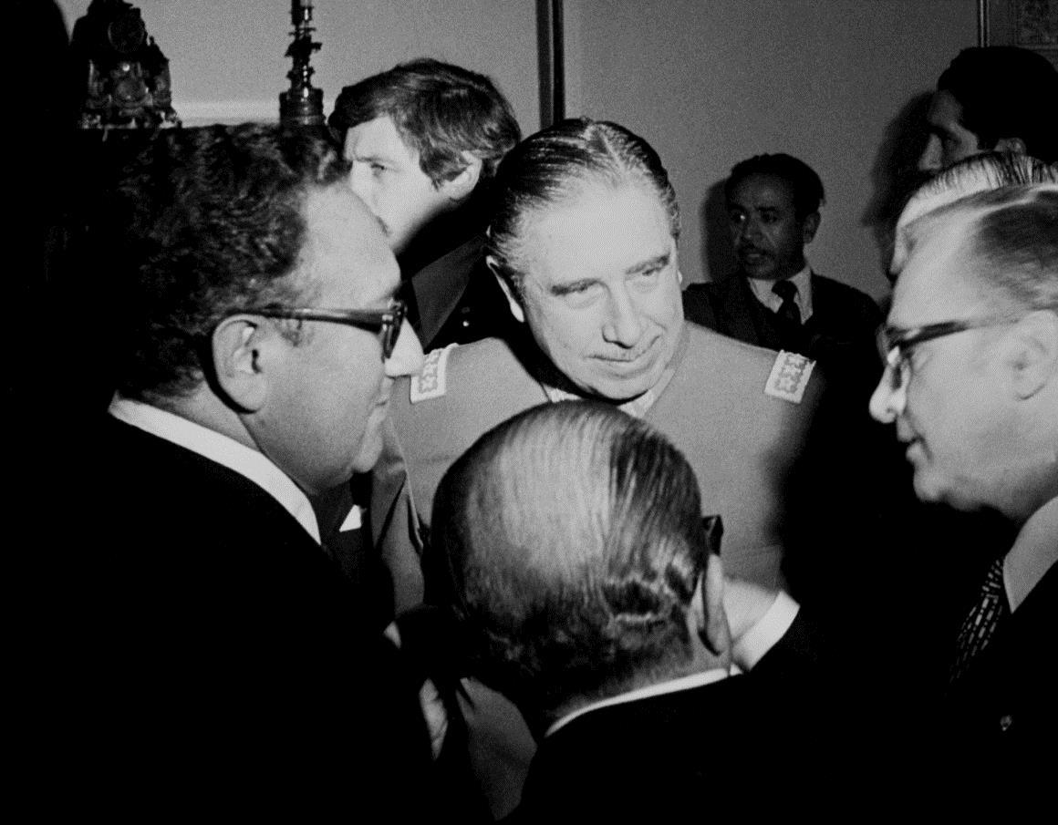 PÚBLICO - 25 de Abril, do Yom Kippur às reticências de Kissinger