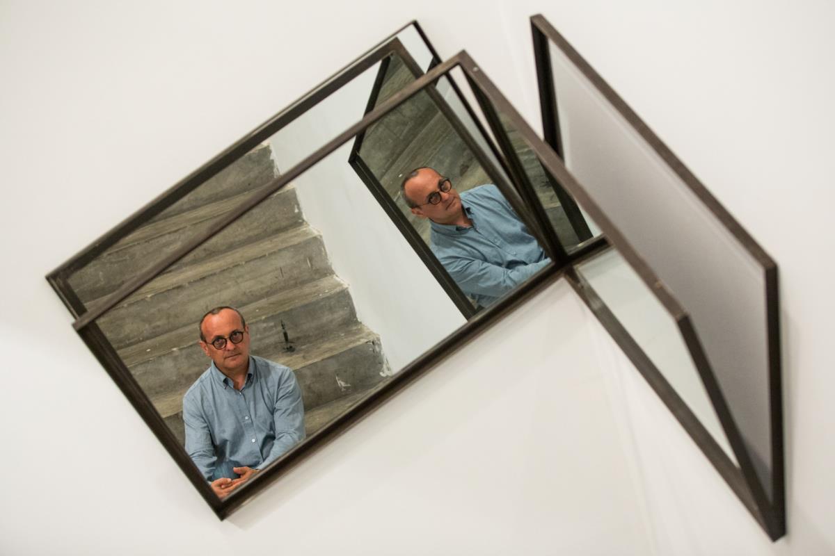 José Pedro Croft fotografado na Cordoaria nacional, onde decorre a sua antológica
