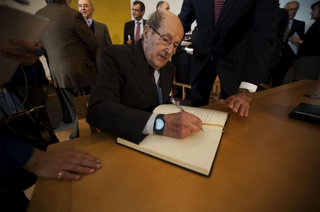 O realizador na assinatura de protocolo com Serralves a propósito da Casa Manoel de Oliveira