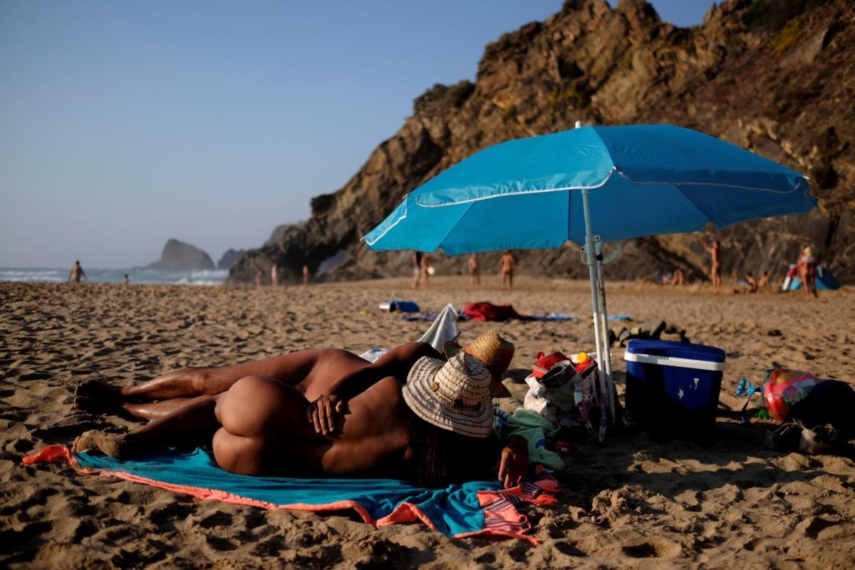 massagens espinho gajas nuas na praia