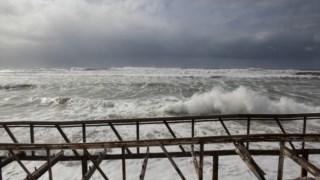 Tal como em invernos anteriores, a Costa da Caparica voltou a sofrer com a acção do mar