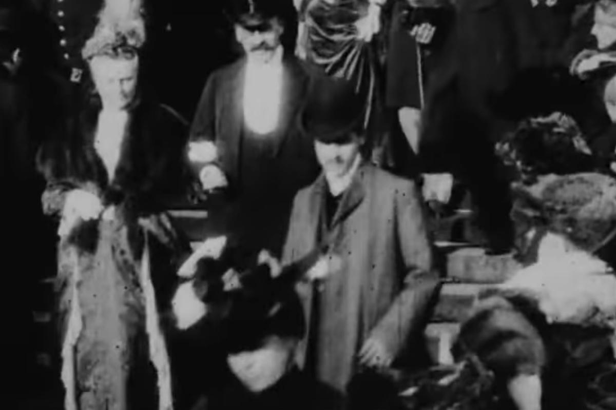 PÚBLICO - É mesmo Proust o homem filmado a descer a escadaria?